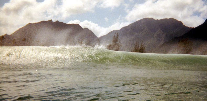 4-6 SWELL BY HAWAIIAN STANDARDS- WHAT A VIEW....